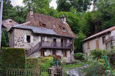 Vic-sur-Cère, Cantal. Milan, Amiens, Cabin, House Styles, Home Decor, Auvergne, Travel, Decoration Home, Room Decor
