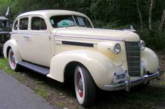 1937 Oldsmobile Series L Sedan Crazy Roller Coaster, Motor Car, Antique Cars, Classic Cars, Vehicles, Board, Beautiful, Vintage Cars, Car