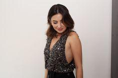 Vestido de festa, detalhe do decote cavado na lateral da blusa. Seu vestido de festa lindo, estiloso e super barato – Veja como!