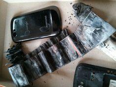 Ce a mai rămas din telefonul ghinionistului client