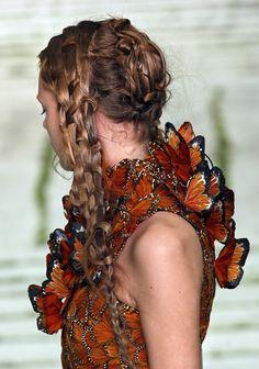 Sarah Burton for Alexander McQueen: Hair, Feathers and Butterflies Butterfly Fashion, Butterfly Dress, Monarch Butterfly, Butterfly Kisses, Madame Butterfly, Butterfly Fairy, Butterfly Design, Alexander Mcqueen, Alex Mcqueen
