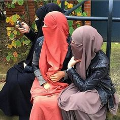 __ . Many people will walk in and out of your life, but only true friends will leave footprints in your heart . . #friends #friendship #quotesforlife #quotes #positvelife #positivevibes #jilbab #niqab #niqab #hijabstyle
