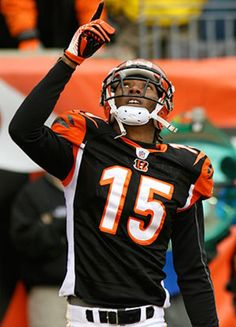 Cincinnati bengals players, Chris Henry, giving honor to GOD. Football Squads, Nfl Football, Football Players, American Football, Cincinnati Bengals, Indianapolis Colts, Sports Predictions, Football Conference, Football Pictures