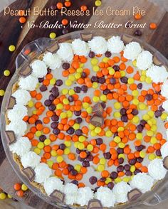 We are celebrating the last vestiges of summer with this decadent, no-bake Peanu… We are celebrating the last vestiges of summer with this decadent, no-bake Peanut Butter Reeses Ice Cream pie in a Nutter Butter crust! Reeses Ice Cream, Peanut Butter Ice Cream, Ice Cream Pies, Homemade Peanut Butter, Nutter Butter, Best Dessert Recipes, Delicious Desserts, Dessert Ideas, Easy Recipes