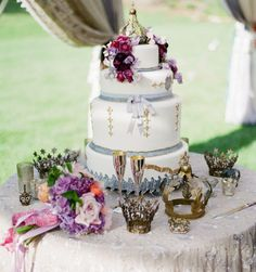 Get Inspired: The Chicest Wedding Cakes. To see more:  http://www.modwedding.com/2013/12/10/get-inspired-chicest-wedding-cakes/