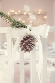 Cute and easy Christmas chair decorations for a winter wedding Christmas Chair, Christmas Table Settings, Christmas Tablescapes, All Things Christmas, Winter Christmas, Christmas Crafts, Winter Wonderland Christmas, Christmas Time, Christmas Wedding Themes