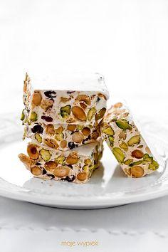 Pistachio, Almond and Cranberry Nougat  http://www.mojewypieki.com/przepis/nugat-pistacjowo---migdalowy-z-zurawina