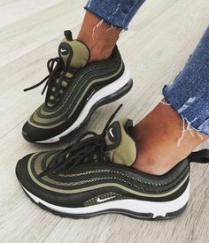 ideas boots femme kaki for 2019 Sock Shoes, Cute Shoes, Me Too Shoes, Sneakers Fashion, Fashion Shoes, Sneakers Nike, Nike Trainers, Cheap Fashion, Fashion Men