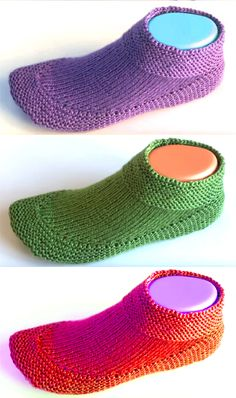 Knit Booties in 15 minutes - Tutorial - Socken und Schuhe, knitted and crochet socks - Stricken Crochet Socks, Knit Or Crochet, Knitting Socks, Loom Knitting, Baby Knitting, Knit Socks, Knitted Booties, Knitted Slippers, Chunky Knitting Patterns