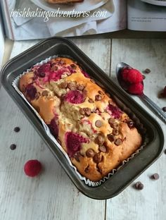 A delicious and easy raspberry and chocolate muffin recipe adapted to bake in a Loaf tin. Loaf Recipes, Dessert Recipes, Biscuit Recipes Uk, Baking Recipes Uk, Cake Recipes Uk, Pudding Recipes, Egg Recipes, Recipies, Raspberry Muffins