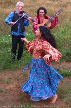 Romani dance by Nelly Maltseva - elsewhere on this site are videos of authentic Rom dance as well as theatrical, info on costume, songs, dance, art