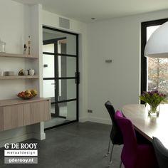 http://www.stalen-binnendeuren.nl/voorbeelden-stalen-deuren/12-stalen-schuifdeuren-waspik