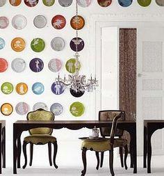 Muitos pratos cheios de cores