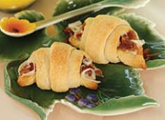 bitsy-bacon-and-cheese-rolls    crescent rolls, 6 slices of bacon, 1 cup mozz or swiss    assemble bake 12 minutes at 375