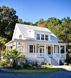 seaside farmhouse cottage -exterior paint colors - Home Decor Modern Farmhouse Design, Modern Farmhouse Exterior, Coastal Farmhouse, Coastal Cottage, Cottage Homes, Farmhouse Decor, White Cottage, Farmhouse Interior, Farmhouse Plans