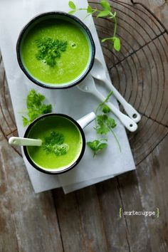 Pea soup, 4 persons: 1 dollop of unsalted butter 1 onion, chopped 1 clove garlic, chopped 1 stalk celery, chopped fresh or frozen . Fodmap, Soup Recipes, Vegan Recipes, Pasta Soup, Going Vegetarian, Food Club, Paleo, Happy Foods, Greens Recipe