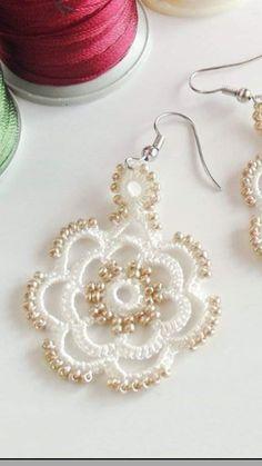 Clay Earrings, Beaded Earrings, Beaded Jewelry, Crochet Earrings, Crochet Art, Crochet Flowers, Pink Eyeglasses, Crochet Bracelet, Bijoux Diy