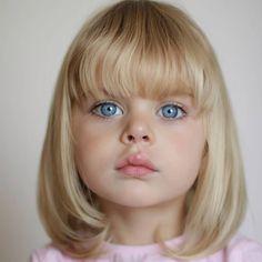Cristina Ramirez @laloylila La infancia es la más bella de todas las estacione... - Yooying Cute Girl Dresses, Cute Baby Girl Outfits, Kids Outfits, Beautiful Eyes Color, Pretty Eyes, Vogue Kids, Little Girl Haircuts, Kids Cuts, Baby Models
