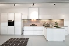 Discover Rotpunkt Küchen – individual, high-quality and modern. Open Kitchen, Kitchen Dining, Kitchen Cabinets, Kitchen Appliances, Kitchens, Big Windows, Cuisines Design, Home Improvement, House