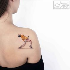 ▷ 1001 + ideas and models for beautiful small tattoos - Freddie Mercury tattoo on the back, cool tattoo motifs for music fans, queen fans, get the more cas - Tatouage Freddie Mercury, Freddie Mercury Tattoo, Music Tattoos, Line Tattoos, Body Art Tattoos, Small Men's Tattoos, Tatoos, Rock Tattoo, Band Tattoo