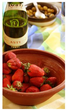 sparkling wine and strawberries