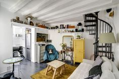 De bric et de broc, recycler de vieux meubles pour le salon.