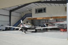 Airport Airpark Homes Building Design, Building A House, Garages, Warehouse Home, Ultimate Garage, Dream Properties, Attic Apartment, Industrial Living, Garage House