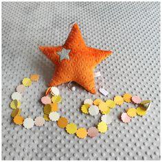 Coussin étoile musical orange et grise ciel à suspendre