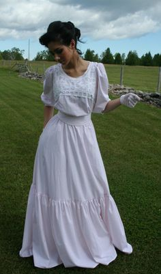 edwardian picnic dress-- Brown Brown I think this would work nicely for our tea! Edwardian Dress, Edwardian Fashion, Vintage Fashion, Edwardian Era, Vintage Outfits, Vintage Dresses, Civil War Fashion, Picnic Dress, Mode Chic