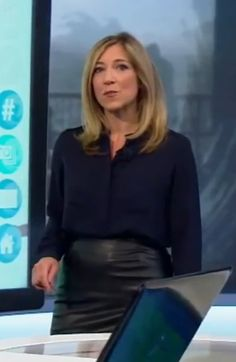 Joanna Gosling in leather skirt Tv Presenters, Sexy Boots, Her Style, Bbc, Work Wear, Leather Skirt, Women's Fashion, Celebrities, Skirts