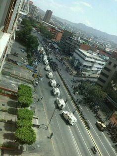 """6 de mar. de 2014 / """"Acaban de llegar 10 o mas tanquetas a los ruices, se estacionan con dirección metro Los cortijos calle a 1:15 pm"""""""