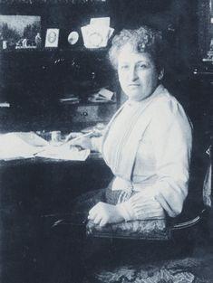 JACOBS, Aletta Henriëtte (geb. Sappemeer 9-2-1854 – gest. Baarn 10-8-1929), eerste vrouwelijke student en arts van Nederland, feministe. Dochter van Abraham Jacobs (1817-?), heel- en vroedmeester, en Anna de Jongh (1817-1887). Aletta Jacobs trouwde op 28-4-1892 met Carel Victor Gerritsen (1850-1905), graanhandelaar, politicus. Uit dit huwelijk werd 1 kind geboren, dat nog dezelfde dag overleed.