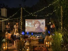 When Haylie Duff invites friends over to watch a great flick, she does it in style.