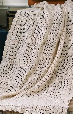 Swirling Fans Throw - free crochet pattern! Could make a nice wrap as well ;-).