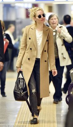 Sienna Miller looks casual in camel coat as she touches down in Rome | Daily Mail Online