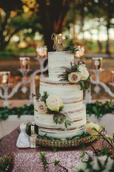52 Amazing Ways to Set Off a Rustic Spring Wedding---country wedding cake, semi-naked cake, diy wedding cake with roses Wedding Cake Prices, Country Wedding Cakes, Floral Wedding Cakes, Wedding Cake Flavors, Wedding Cake Rustic, Wedding Cake Designs, Wedding Desserts, Country Weddings, Wood Themed Wedding