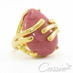 Bom dia!!  Que seu dia seja de alegrias!!!   Anel Pietra Rosa folheado a ouro com pedra natural rosa e garantia. Temos outras cores.  ▃▃▃▃▃▃▃▃▃▃▃▃▃▃▃▃▃▃▃▃▃▃▃ #Cassie #cassiesemijoias #semijoias #acessórios #folheadoaouro #folheado #instasemijoias #instajoias #fashion #lookdodia #dourado #tendências #banhadoaouro18k #atacadosemijoias #atacado #atacadoevarejo #semijoia #semijóias #semijóia #Anel #anéis #anelgrande #anelfolheado #anelsemijoia