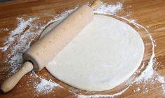 Bruno Oteiza explica cómo hacer masa de pizza casera, una receta muy fácil de preparar. Goat Cheese Pizza, Spinach Pizza, Eat Pizza, Pizza Recipes, Mexican Food Recipes, Muffin Tin Pizza, White Sauce Recipes, Dessert Pizza, Chapati