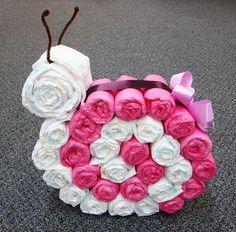Diaper cake - Tarta de pañales - Baby shower gifts and crafts Baby Shower Crafts, Baby Crafts, Kids Crafts, Shower Party, Baby Shower Parties, Fiesta Baby Shower, Nappy Cakes, Unique Diaper Cakes, Baby Wedding