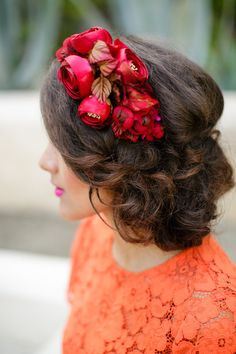 Red rose headpiece | by Petronella Photography | see more on: http://burnettsboards.com/2014/05/mexican-wedding-traditions/