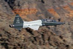 https://flic.kr/p/256Z4w4 | T-38A 64-13302/ED | And one more of the Edwards Talon through Rainbow Canyon on 14/03/2018.