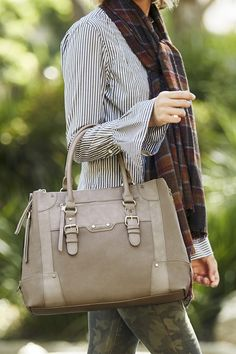Classic winged tote