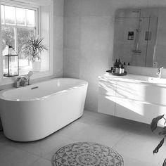Våre frittstående badekar er veldig populære for tiden. Her fra det lekre baderommet til @anitaekris med Rand badekar med karkantarmatur. Tusen takk som lar oss dele! #rørkjøp#baderomsinspirasjon #bad #vikingbad #designabodo #nordiskehjem #interior#interioresdesign #interiorstyle #interiors#interiør#skandinavianinterior #skandinaviskehjem #boligplussminstil #boligpluss#nordiclivingroom #nordicinspo#bathroom #bathroominspo 📷: @anitaekris House Design, House, Home, Modern Bathroom, Norwegian House, Bathroom, Bathroom Inspo, Dream Bathroom, Bathroom Design