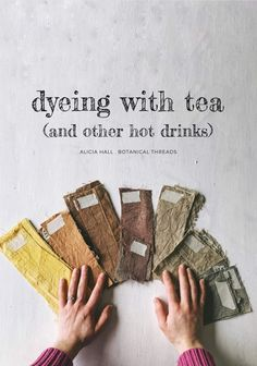 Natural plant dyes: Learn to dye with tea and other hot drinks. Fabric Painting, Fabric Art, Fabric Crafts, Wool Fabric, Shibori, How To Tie Dye, How To Dye Fabric, Dyeing Fabric, Fabric Dyeing Techniques