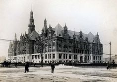 St. Louis City Hall seen just after 1900.  The large central spire would later be removed.  Missouri History Museum. A Crash Course in St. Louis History: Fourth City