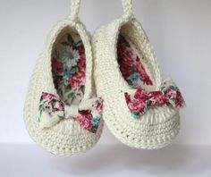 16 Trendy Ideas For Crochet Baby Girl Boots Etsy Crochet Baby Sandals, Booties Crochet, Baby Girl Crochet, Crochet Baby Booties, Crochet Slippers, Baby Girl Boots, Baby Ballerina, Baby Shoes Pattern, Baby Slippers