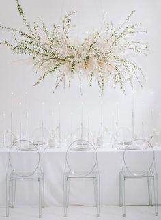 floral installation wedding decor   Photography: Rebecca Yale