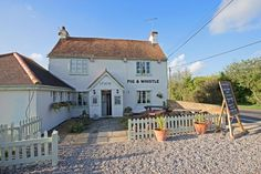 jasondoddphoto: good days #photography @ShepherdNeame essex yesterday with some lovely #countrysidepubs including @pig_AndWhistle http://t.co/KMpl67ryFy