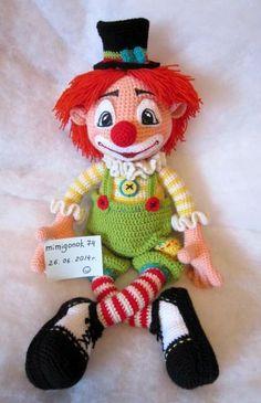 """Képtalálat a következőre: """"amigurumi pdf"""" Crochet Snowman, Crochet Amigurumi, Crochet Doll Pattern, Crochet Art, Amigurumi Doll, Yarn Dolls, Sock Dolls, Knitted Dolls, Crochet Dolls"""