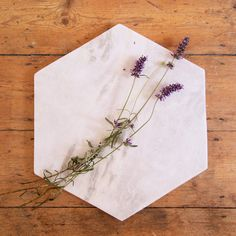 This marble tray looks stunning on a coffee table or in the bedroom; decorate with candles, books and your favourite keepsakes. Can also be used in the kitchen from Attpynta